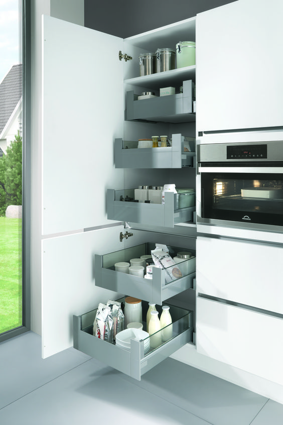 Extra opbergruimte met de nieuwe voorraadkasten van blum nieuws startpagina voor keuken idee n - Keuken indeling ...