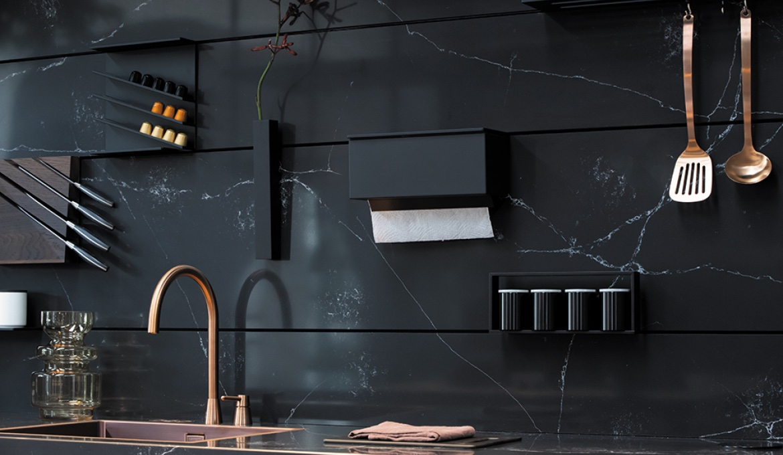 Achterwand systeem voor de keuken. The Wall van Dekker Zevenhuizen #achterwand #keuken #keukenidee #keukeninspiratie #thewall #dekkerzevenhuizen