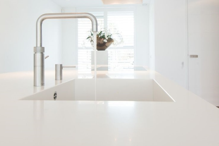 Hoogglans Keuken Krassen : Keukenblad en spoelbak van Solid Surface – Dekker Zevenhuizen