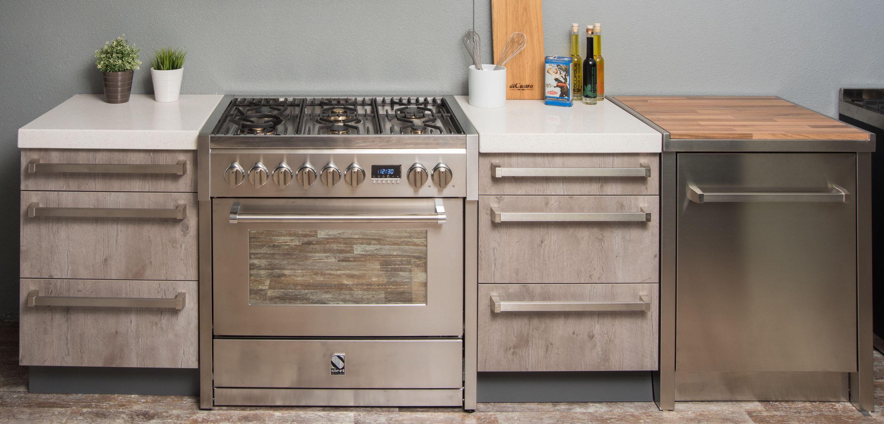 Module keukens van hout en RVs met robuuste fornuis. Steel en Elementi di Cucina modulaire keukens #keuken #keukeninspiratie #modules #keukenmodules #modulairekeukens