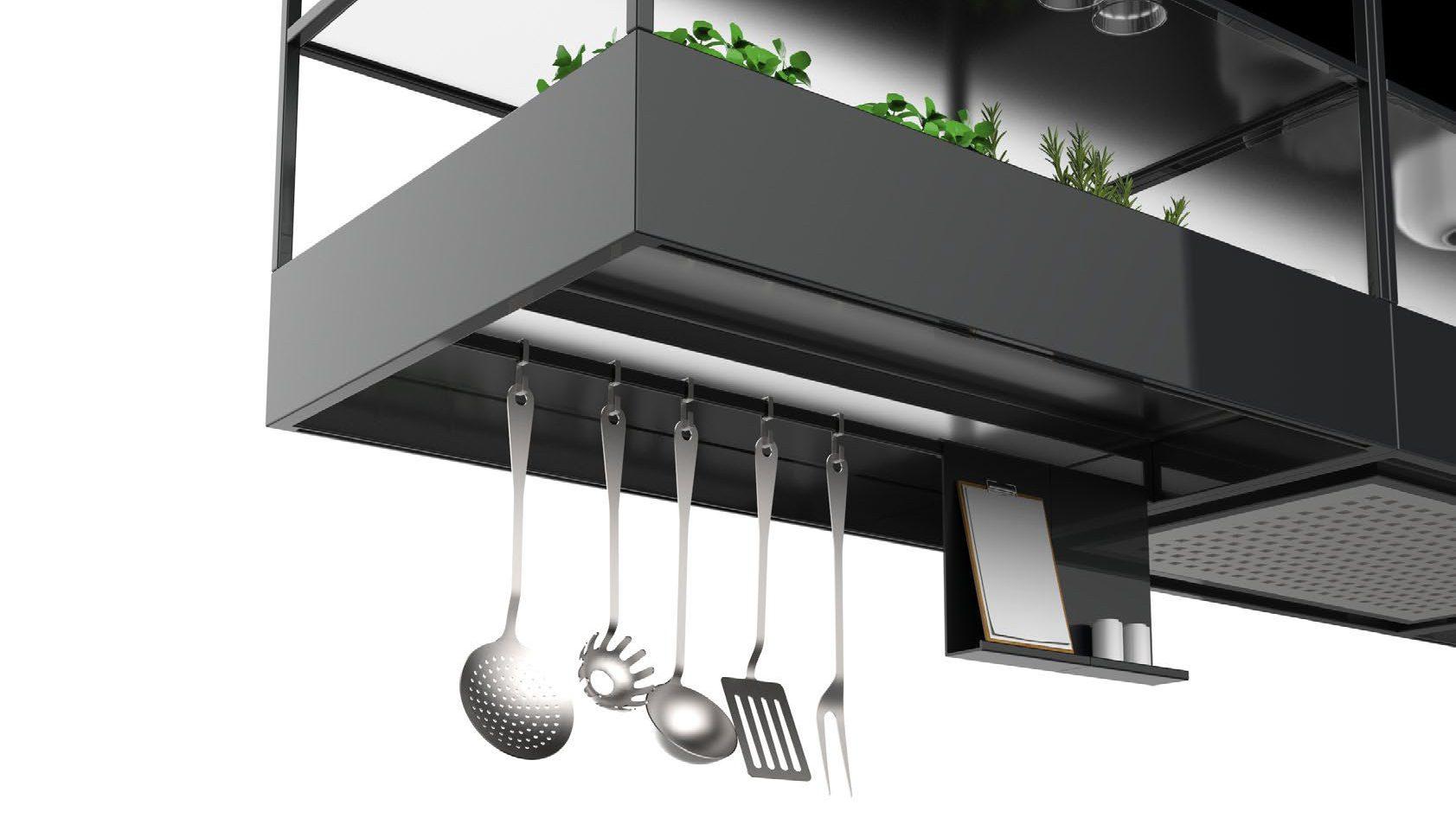 Recirculatie afzuigkap voor boven het kookeiland met mat-glazen plateau's voor servies en ander keukengerei en moestuin voor kruiden. Falmec Spazio #falmec #keuken #keukeninspiratie #afzuigkap #kookeiland #kruidentuin