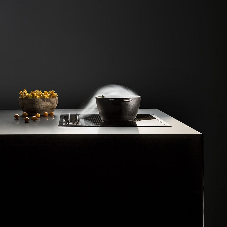 Falmec kooksysteem. Inductie kookplaat met geïntegreerde afzuiging #kookplaat #inductie #koken #keuken #afzuiging #falmec