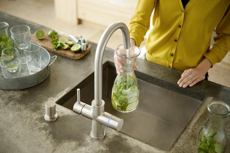 Nu ook ijskoud gezuiverd water uit de alles in één kraan voor de keuken. Chiller van floww