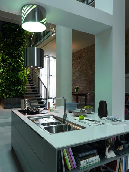 Open keuken met afzuigkap | spoelbak | kraan van Franke