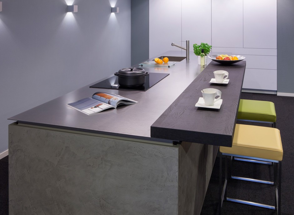 Roestvrijstalen werkblad van 4mm in moderne keuken. Op maat gemaakt door Franke