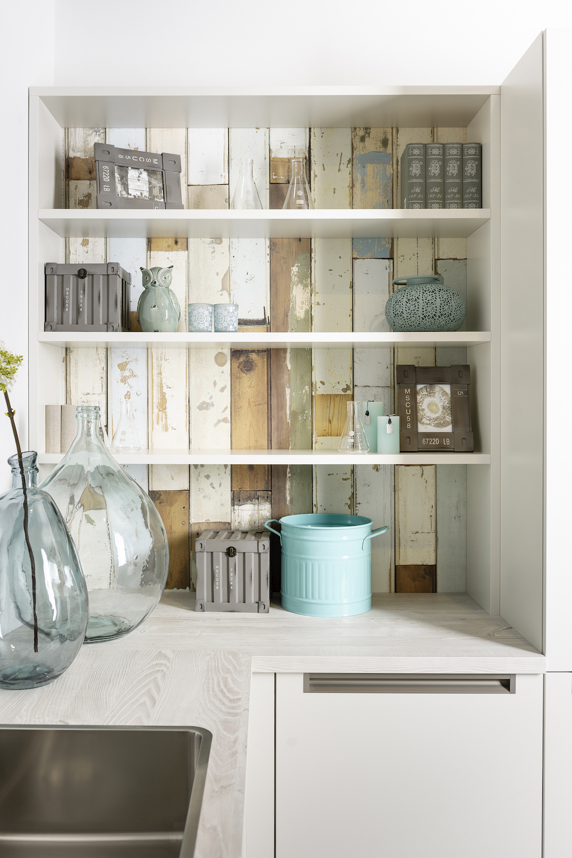 Creëer een heel eigen stijl in de keuken door de achterwand in de nissen aan te passen in je eigen stijl. Keuken Milano van Grando keukens