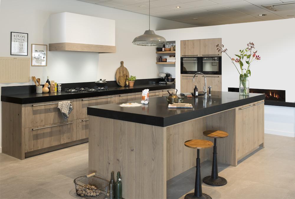 Nieuwe keuken kopen kies hier eerst jouw keukenstijl nieuws startpagina voor keuken idee n - Zwarte houten keuken ...