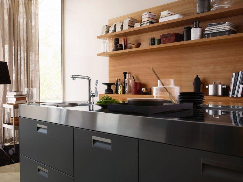 Keuken met designkraan Axor Citterio Select met uittrekbare vuistdouche en gebruiksvriendelijke select knop via Hansgrohe