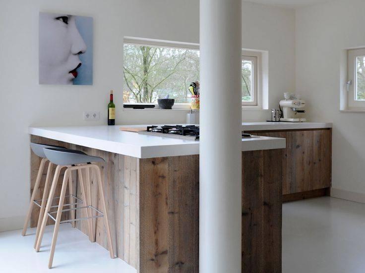 Keuken van steigerhout met ontbijtbar en wit werkblad via RestyleXL