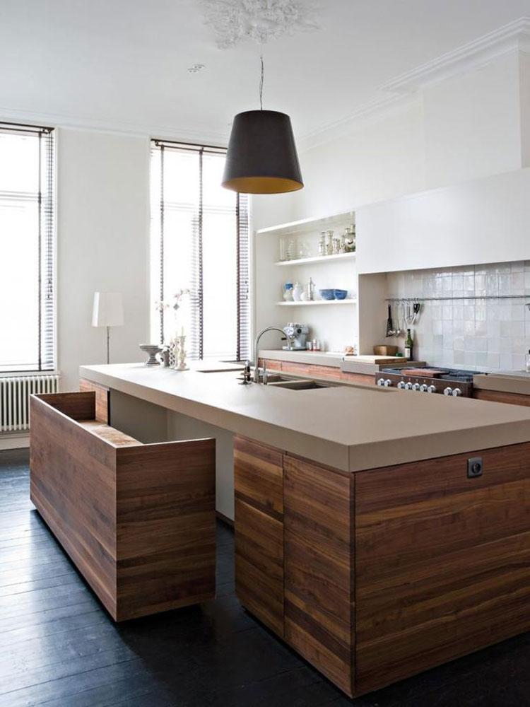 Mooie oplossing voor een zitplek aan je keukeneiland, wanneer je niet heel veel ruimte hebt. Houten keukeneiland met zitbankje. Via Pinterest (bron onbekend)