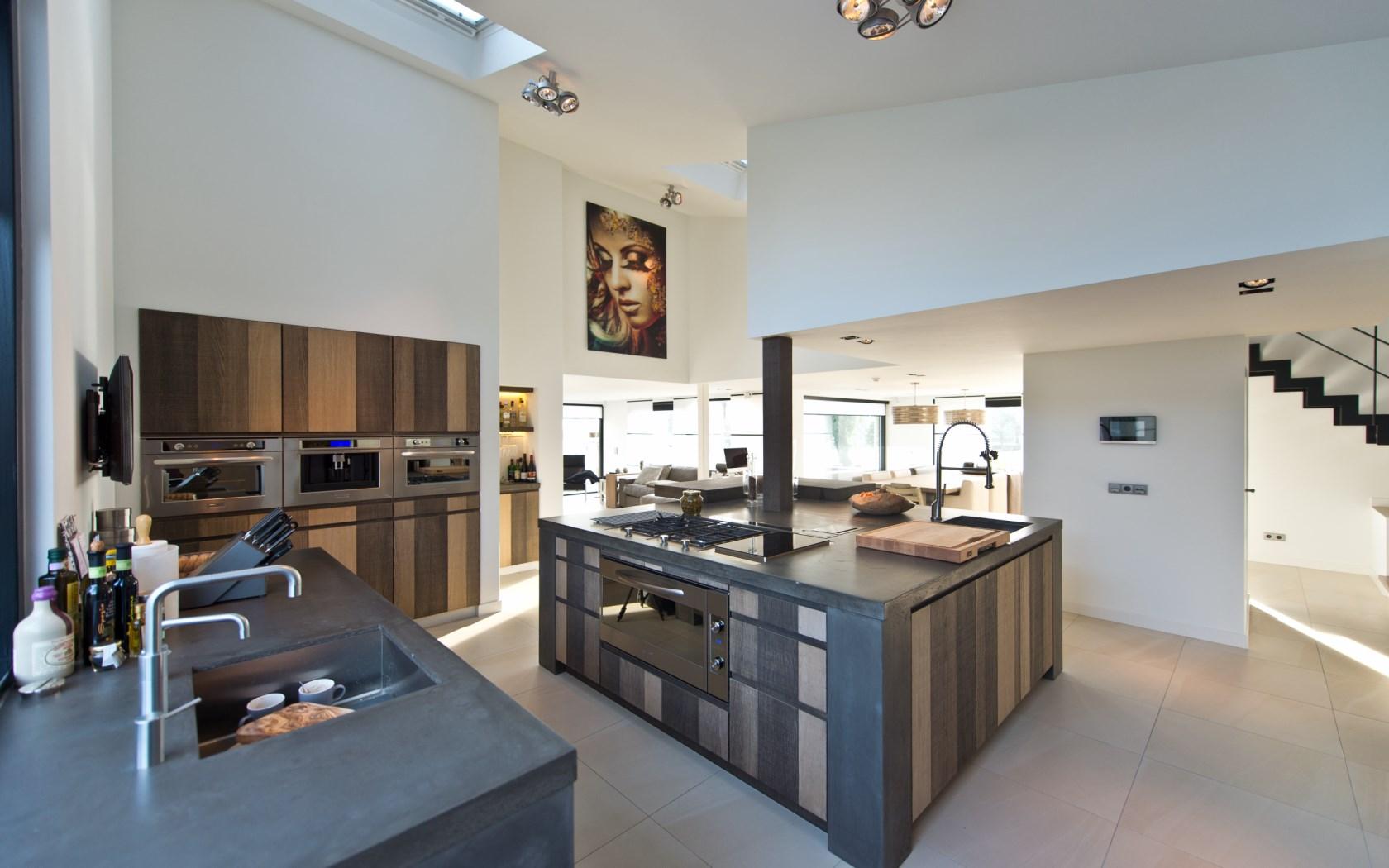Houten Keuken Geverfd : Houten keuken geverfd eenvoudig achterwand keuken welk materiaal
