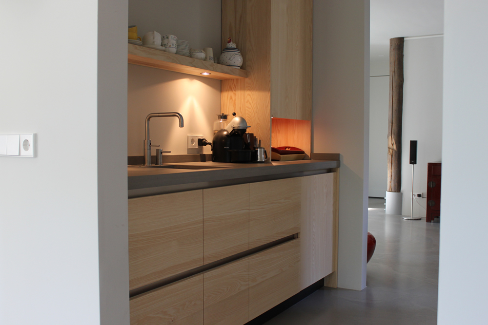 Keuken betonblad witte - Hout en witte keuken ...