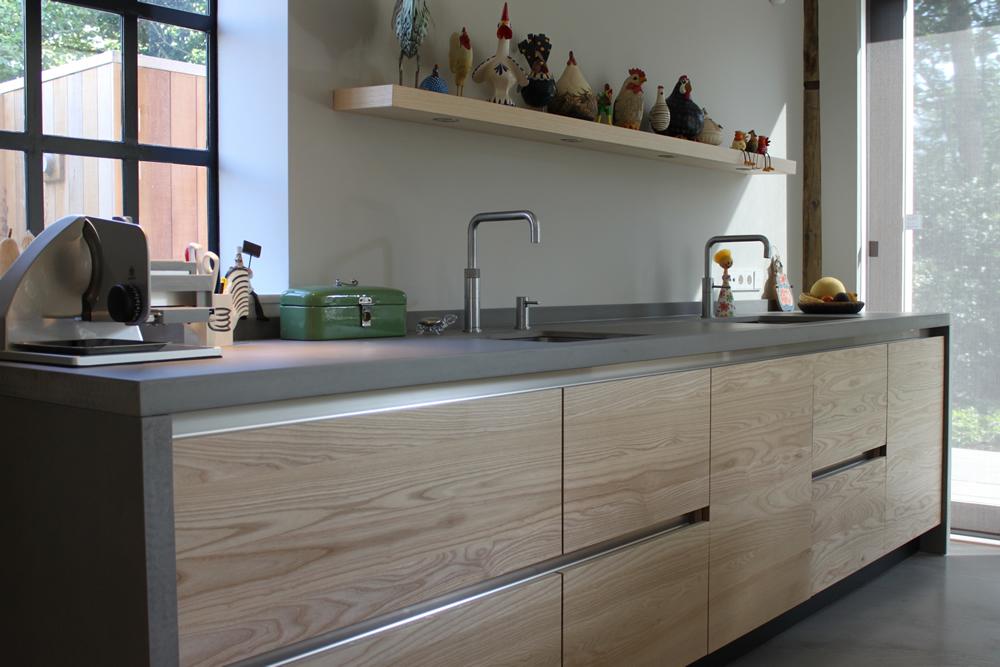 Keuken Hout Rvs : moderne keuken van essenhout en beton – Nieuws Startpagina voor keuken