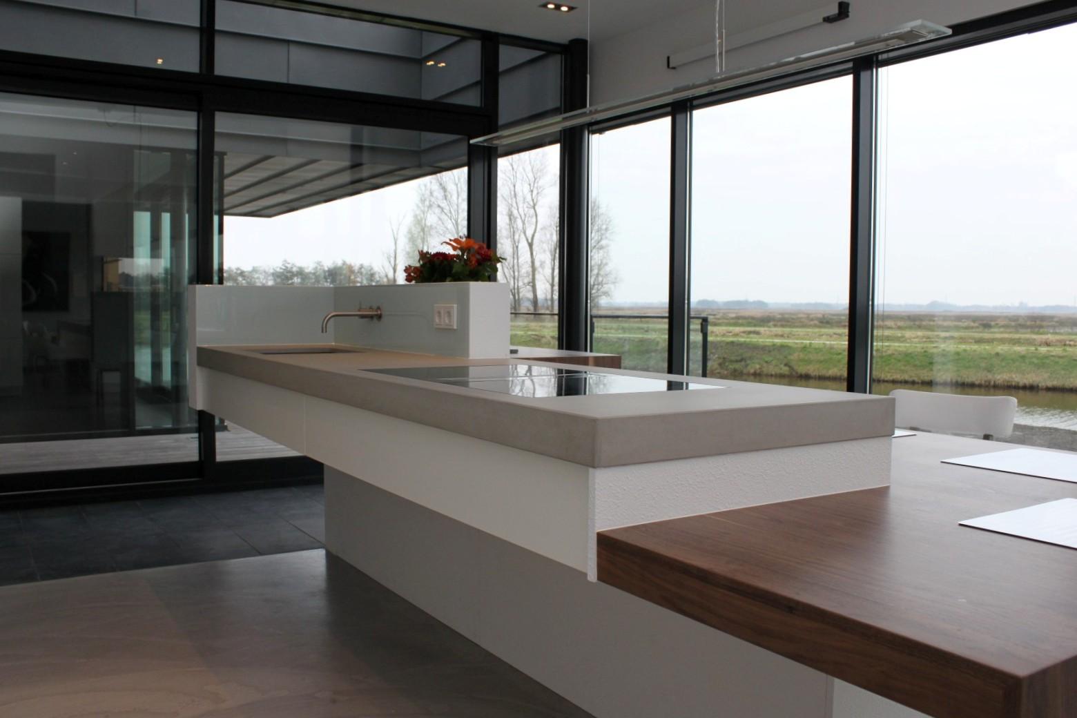 Moderne Houten Keuken Met Composiet Keukenblad : Maatwerk houten ...