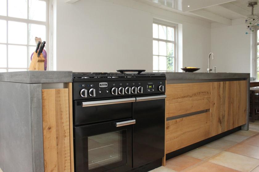 Houten keukeneiland met betonnen werkblad - handgemaakt keuken van JP Walker