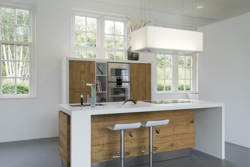Moderne ruw eiken houten keukens met wit keukenblad - Nieuws ...