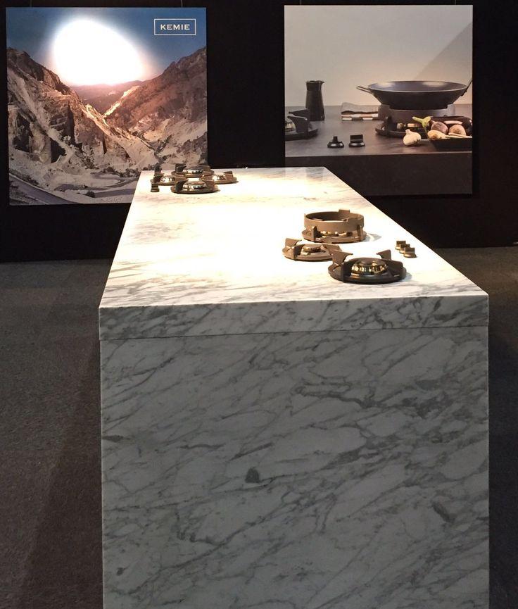 Kookeiland met Pitt Cooking in wit marmer werkblad - Marmer Bianco Carrara Gioia van Kemie #keuken #kookeiland #marmer