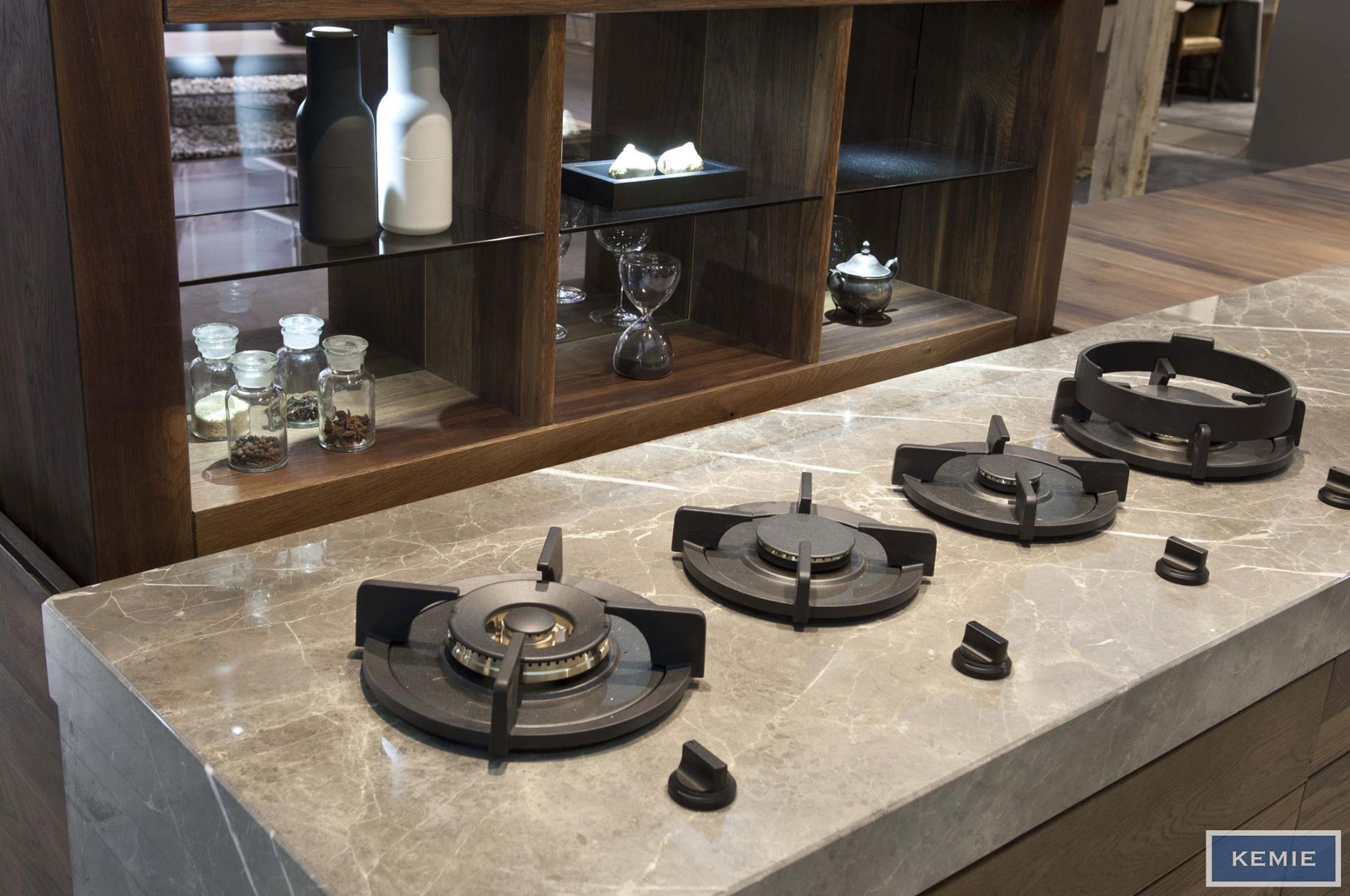 Kookeiland met Pitt Cooking in marmer keukenblad - Marmer Fior di Bosco van Kemie #keuken #marmer