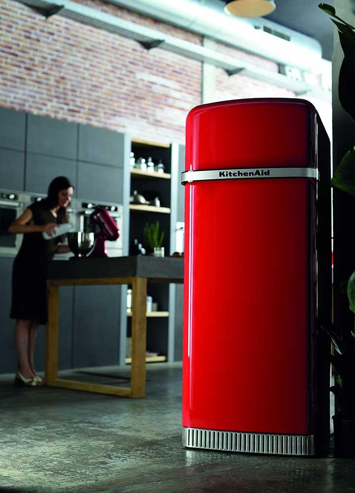 Kitchenaid presenteert de nieuwste koelkast iconic fridge nieuws startpagina voor keuken - Ijskast rood smet ...