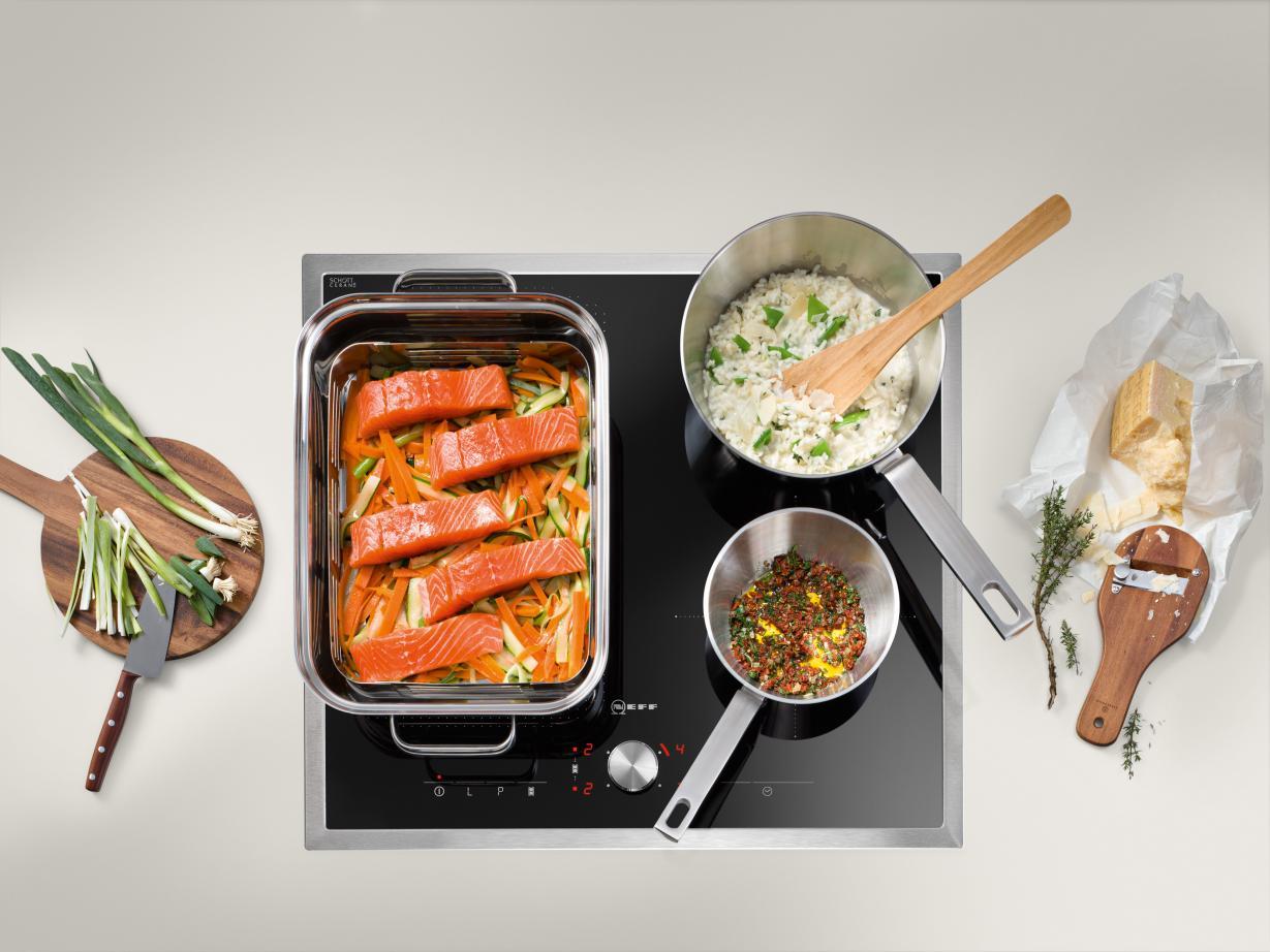 Ook hele grote pannen passen op de FlexInductie kookplaat van Neff