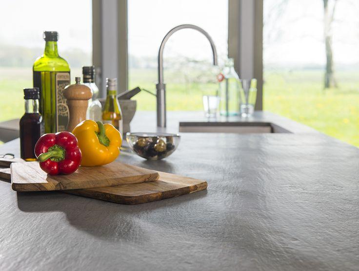 Werkblad met betonlook van composiet van Kemie. Duurzaam, hygienisch en praktisch in onderhoud