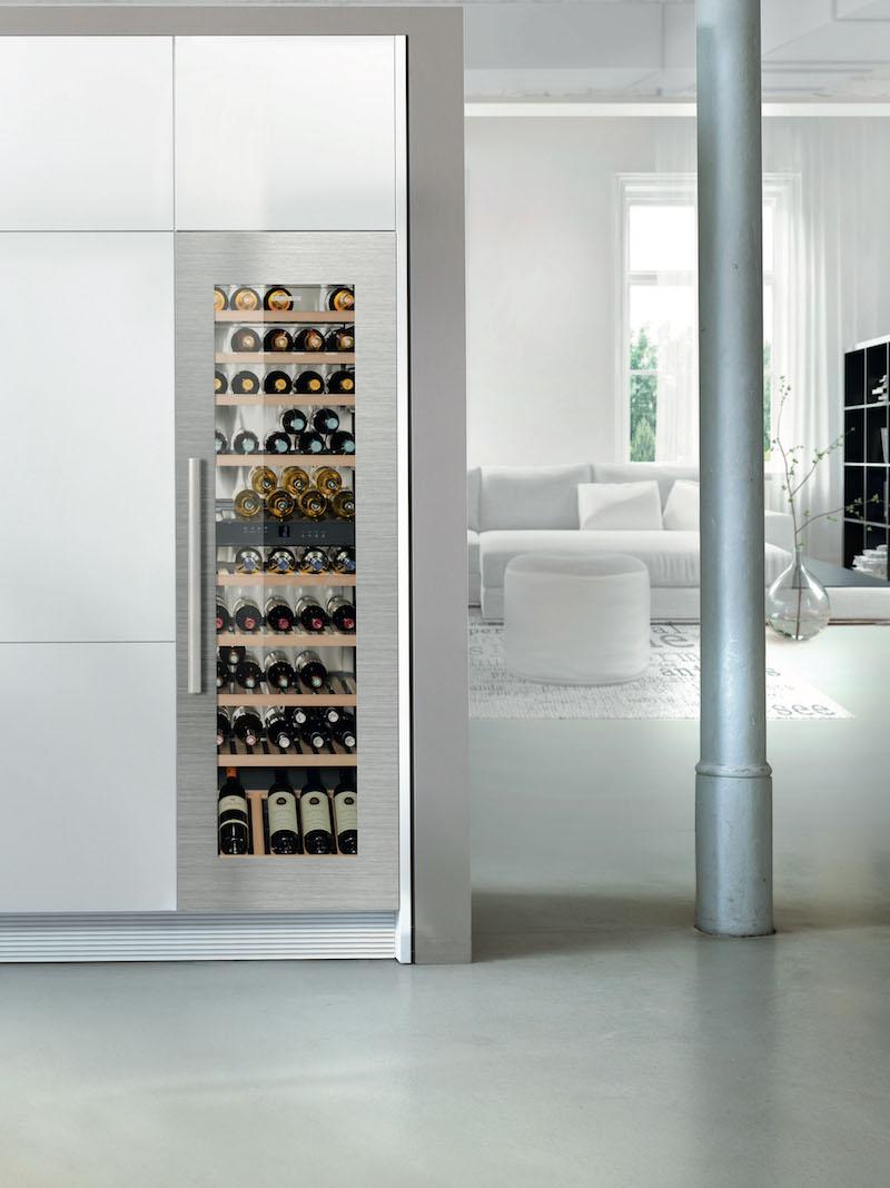 Liebherr inbouwwijnkasten met TipOpen isolatieglas deur in wit of zwart, met rvs kader en aluminium greep