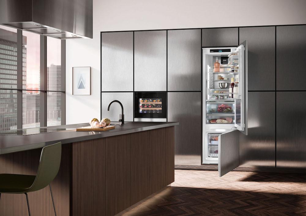 De nieuwste generatie slimme geïntegreerde apparaten van Liebherr heeft indrukwekkende slimme functies, een hoog niveau van energie-efficiëntie, een modern design en een laag geluidsniveau. #liebherr #koelen #koelkast #koelvriescombinatie #keuken #keukeninspiratie #modern #inbouwapparatuur