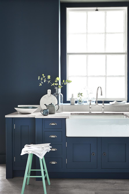 Blauwe keuken muurverf van little green #keuken #keukeninspiratie #blauwekeuken #muurverf #littlegreen