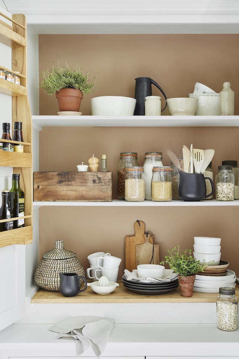 Keukenplanken plankenkast muurverf van little green #keuken #keukeninspiratie #keukenplank #muurverf #littlegreen