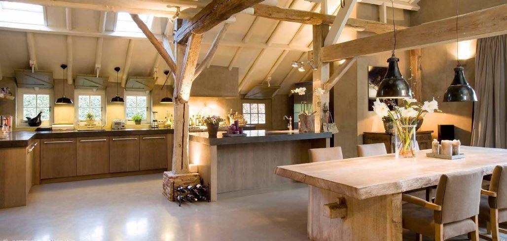 Op maat gemaakte landelijke keuken. Houten keuken in landelijke stijl van The Living Kitchen by Paul van de Kooi #keuken #houtenkeuken #landelijkestijl #landelijkwonen #keuken #paulvandekooi