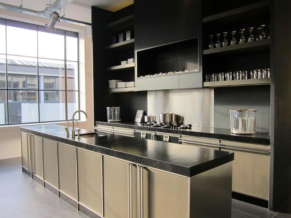 Leefkeuken met keukeneiland. Keuken op maat gemaakt door The Living Kitchen by Paul van de Kooi #keuken #leefkeuken #keukeneiland #paulvandekooi