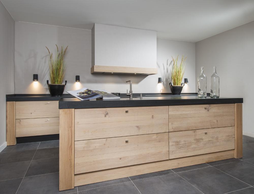 Long Island Kitchens houten keuken met kookeiland