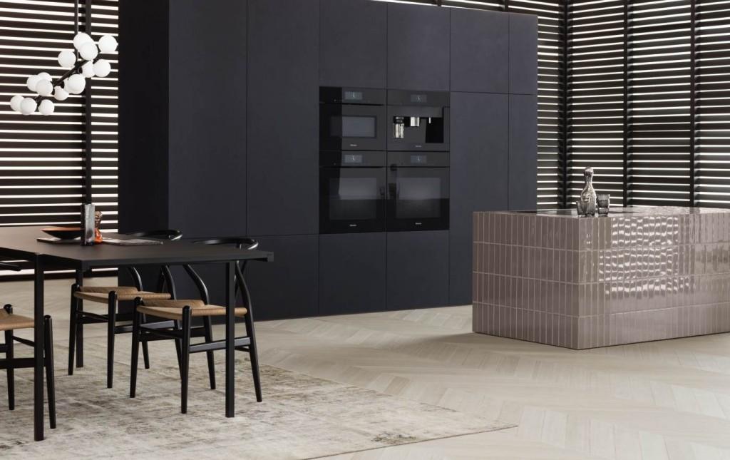 Zwarte keukenwand met Miele inbouwapparatuur Artline greeploos