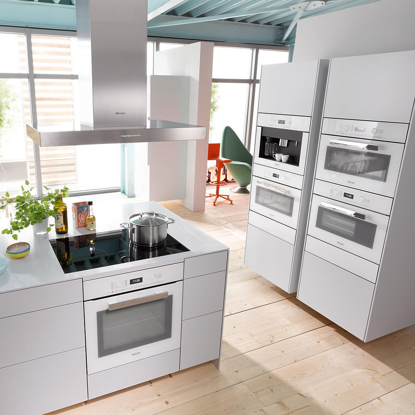 Witte ovens & koffievolautomaat uit de PureLine van Miele
