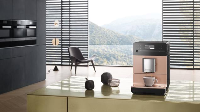 De nieuwe vrijstaande koffieautomaat van Miele in rosegold pearlfinish  #koffieautomaat #koffie #espresso #cappuccino #miele #keuken