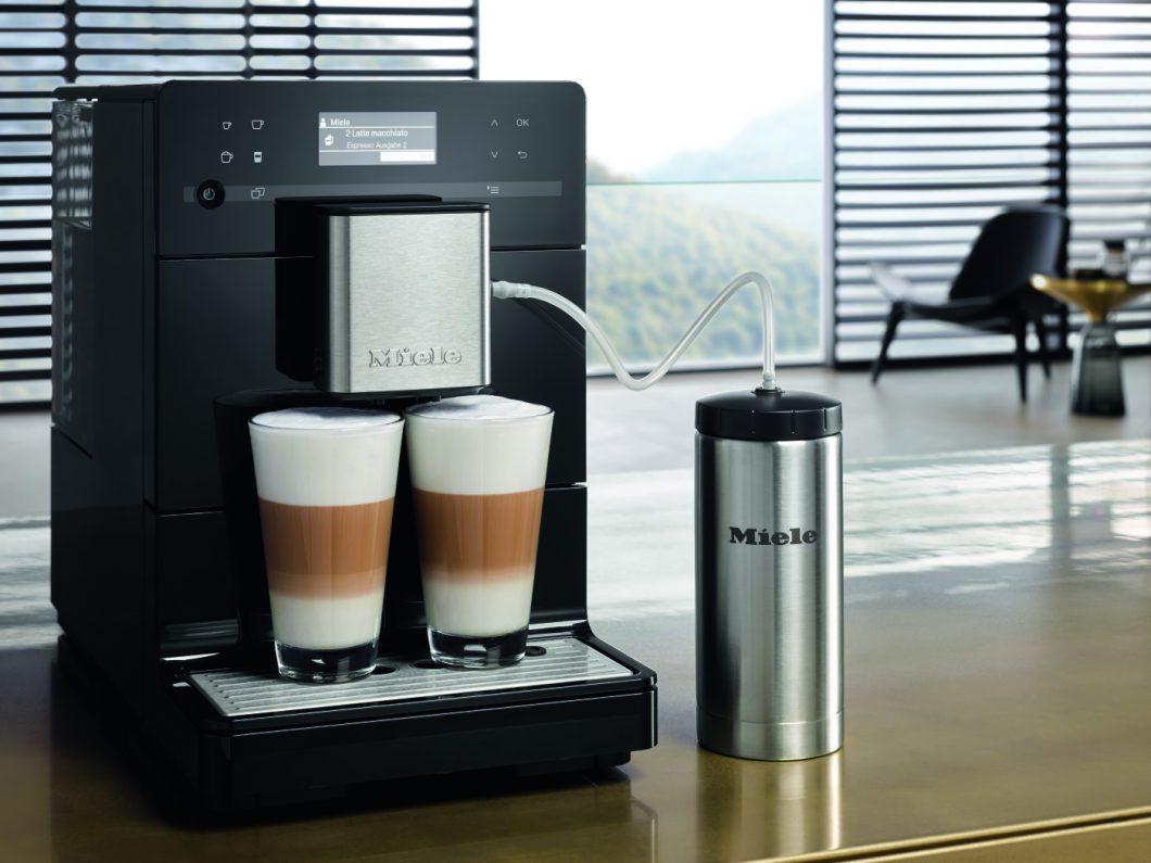 De nieuwe vrijstaande koffieautomaat van Miele in het zwart #koffieautomaat #koffie #espresso #cappuccino #miele #keuken