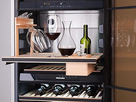 Miele SommelierSet in wijnklimaatkast om op professionele wijze goede wijnen in te schenken en te presenteren #wijnklimaatkast #sommelier #sommelierset #miele