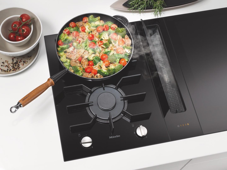 Kookplaat met gas en inductie. Miele smartline kookplaten met werkbladafzuiging #miele #keuken #koken #kookplaat #keukeninspiratie