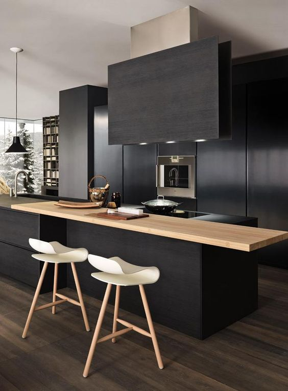 Zwarte keuken met houten ontbijtbar - Modulnova Blade