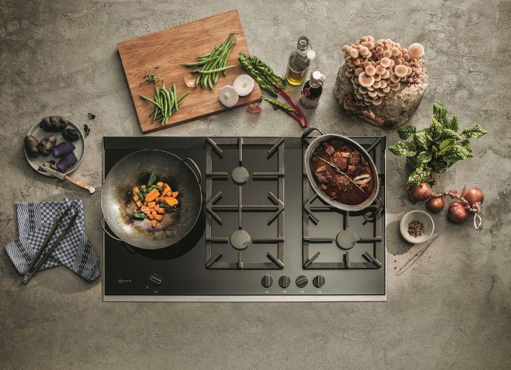 De nieuwste Neff gaskookplaat met wokbrander en flameselect