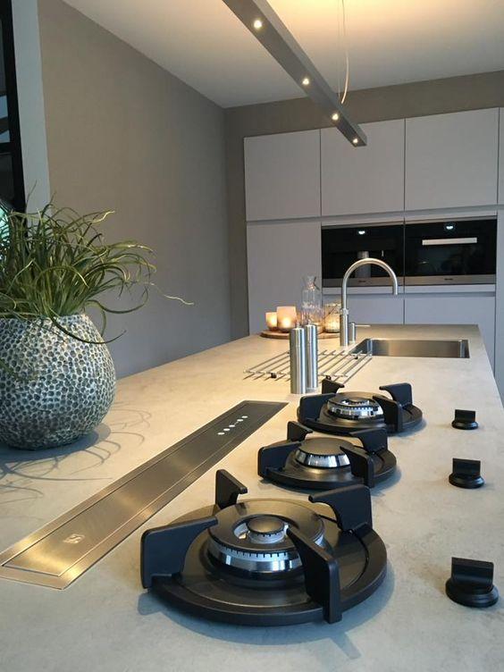 Pitt Cooking kookeiland. Keuken van Windhagen design keukens #keuken #pittcooking #kookeiland
