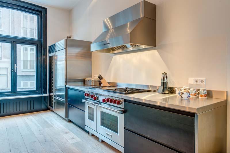 Keuken met Wolf fornuis en afvoerloze afzuigkap met innovatief recirculatie filter PlasmaMade