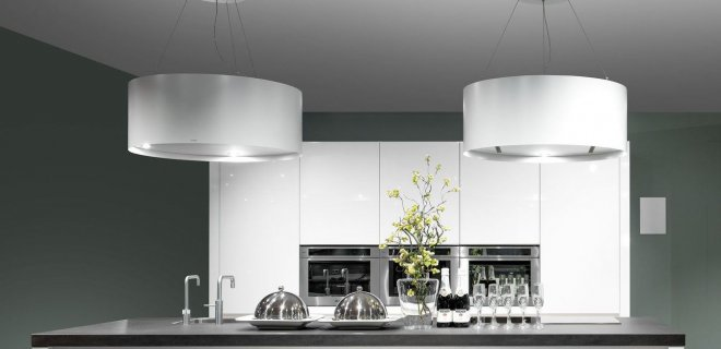 Recirculatie afzuigkap voor het kookeiland met Plasmamade koostoffilter. Luchtfilter voor de recirculatie afzuigkap voor alle kookluchtjes en een gezond binnenklimaat #keuken #binnenklimaat #afzuigkap #schonelucht