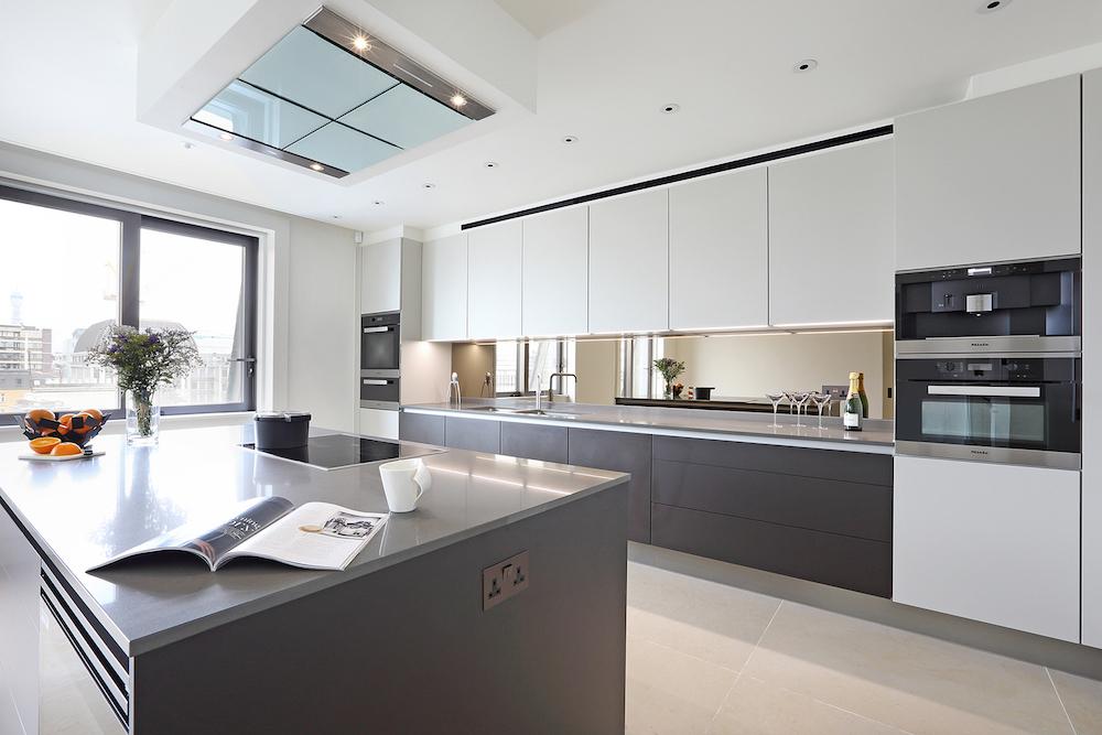 Exclusieve design keuken van Poggenpohl in luxe appartement van Oceanic House in Londen #poggenpohl #keuken #design #woonkeuken #kookeiland