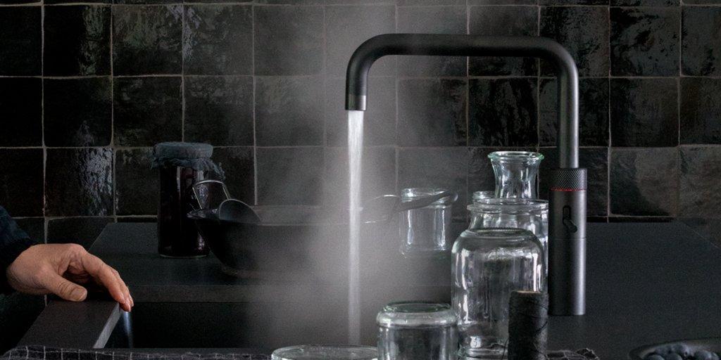 Zwarte keuken met zwarte kokendwaterkraan Quooker Fusion Black #zwart #keuken #kokendwaterkraan