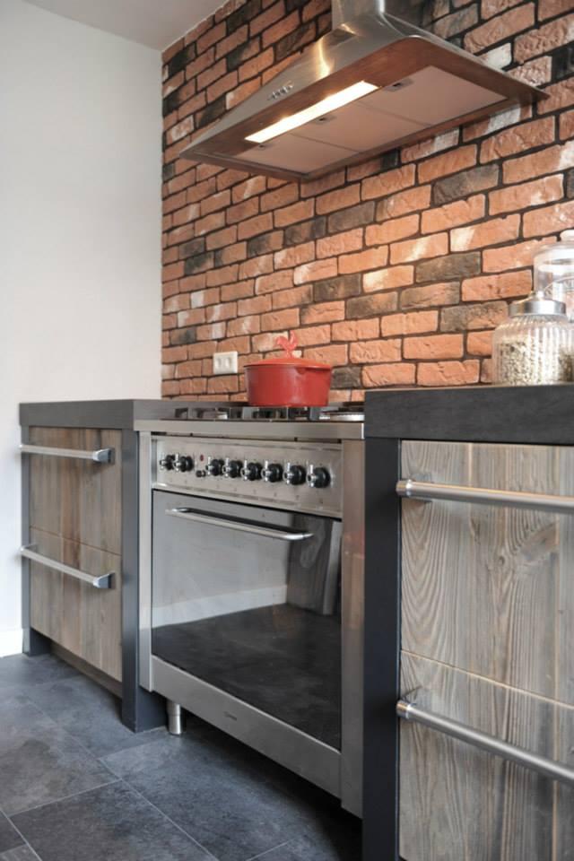 Oud houten keuken van Barnwood met fornuis via RestyleXL