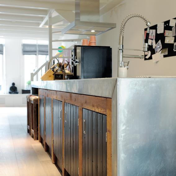 Keukens van sloophout op maat gemaakt wonen - Moderne oude keuken ...