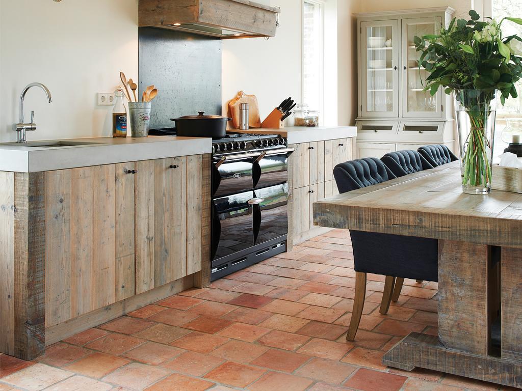 Landelijke keuken. Houten keuken met AGA fornuis. RestyleXL #landelijk #keuken