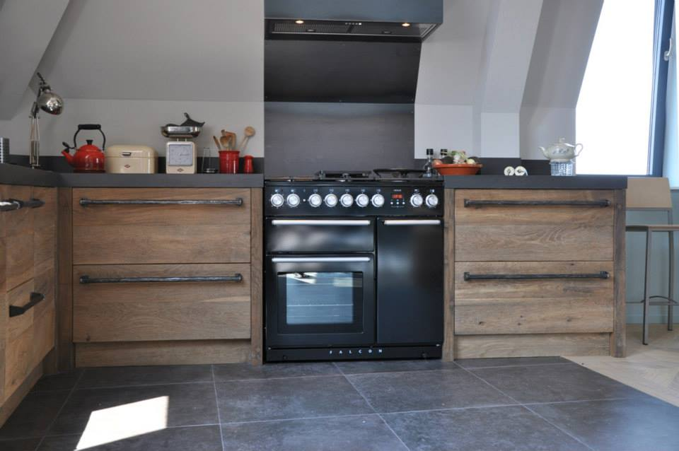 Nieuwe Keuken Inspiratie : Nieuwe keuken van historisch hout van RestyleXL – Nieuws Startpagina