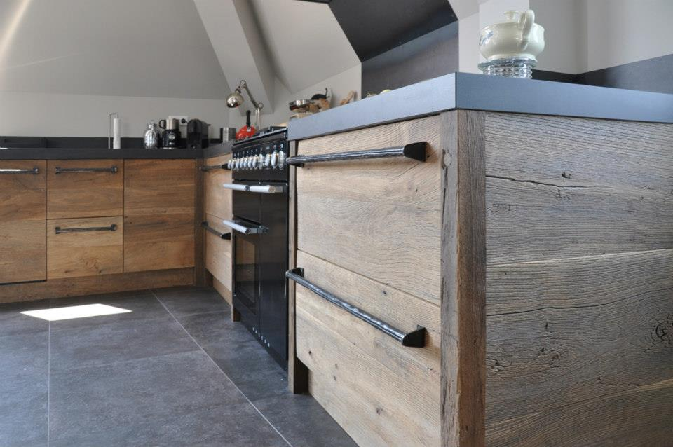 Nieuwe keuken van historisch hout van restylexl nieuws startpagina voor keuken idee n uw - Oude keuken wastafel ...